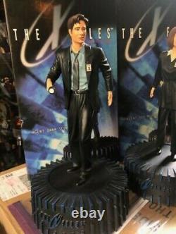 Dark Horse X-Files Agent Dana Scully #556 Agent Fox Mulder #976 Statue Set Save$