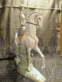 Lladro Porcelain Figurine Woman on Horse #4516. Mint condition