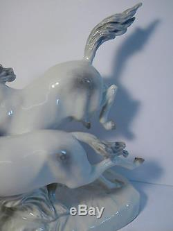 Signed Hutschenreuther Entwurf MH Fritz Porcelain Horses In Freedom Scupture