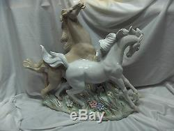 Vintage Large Porcelain 2 Stallions Horses Statue Figurine Sculpture NICE